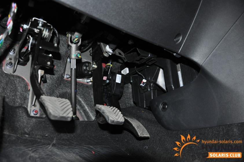 решения Автогрейдер стук при нажатии на педаль тормоза солярис для