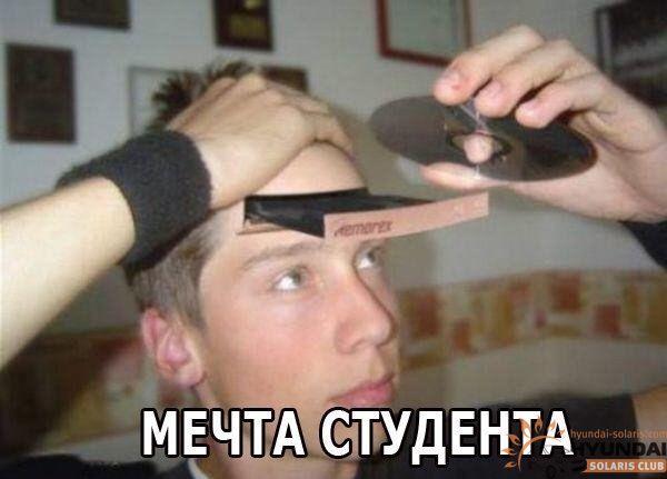 devchonka-suet-sebe-kolbasu